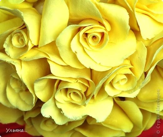 Желтые розочки сделаны из глины CLAYCRAFT by DECO.Ствол из проволоки обмотанной тейп-лентой.А зеленые листочки сделаны из детской массы для лепки. фото 4