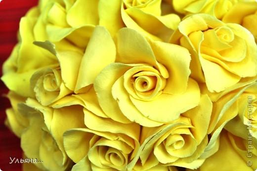 Желтые розочки сделаны из глины CLAYCRAFT by DECO.Ствол из проволоки обмотанной тейп-лентой.А зеленые листочки сделаны из детской массы для лепки. фото 6