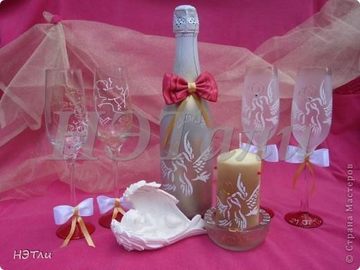 От заказчиков поступило четыре пожелания: голуби, кольца, дата свадьбы и золотой ободок на бокалах... фото 4