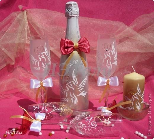 От заказчиков поступило четыре пожелания: голуби, кольца, дата свадьбы и золотой ободок на бокалах... фото 2