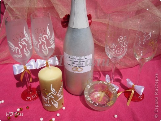 От заказчиков поступило четыре пожелания: голуби, кольца, дата свадьбы и золотой ободок на бокалах... фото 5