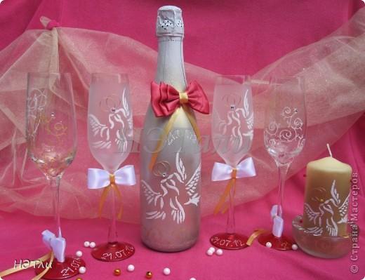 От заказчиков поступило четыре пожелания: голуби, кольца, дата свадьбы и золотой ободок на бокалах... фото 11