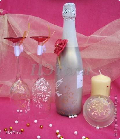 От заказчиков поступило четыре пожелания: голуби, кольца, дата свадьбы и золотой ободок на бокалах... фото 9