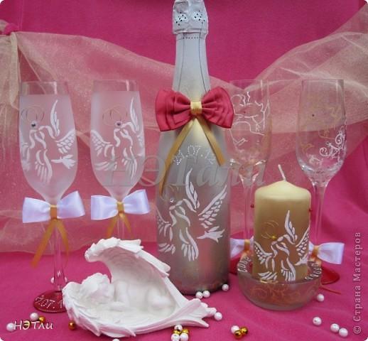 От заказчиков поступило четыре пожелания: голуби, кольца, дата свадьбы и золотой ободок на бокалах... фото 1
