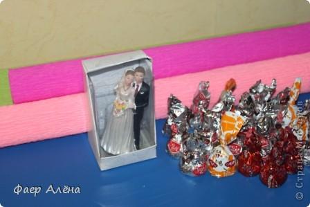 Всем привет!!! Спешу поделиться своей радостью) Очень хотела попробовать себя в свадебном свит-дизайне, изучала  работы по этой теме на СМ. и вот наконец удалась затея, моя интерпретация свадебного торта из конфет фото 5