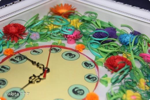 """Мне понравилась идея Яны Лапа http://stranamasterov.ru/node/73346 Часы в технике квиллинг. Решила  попробовать создать что-нибудь похожее))) Все, кто приходит к нам в гости говорят: """"Ого! Это как? Да ну! Это бумага? Не может быть!!! ОФИГЕТЬ!!!"""" Спасибо за идею Яне! На очереди модинг часов на кухне))) фото 10"""