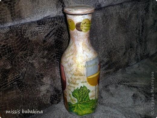"""Привет """"Страна"""". Я с очередной бутылкой, только это заказ знакомой. Переделывала два раза, то салфетка не хотела разглаживаться. то кракелюр на ПВА подвел. фото 1"""