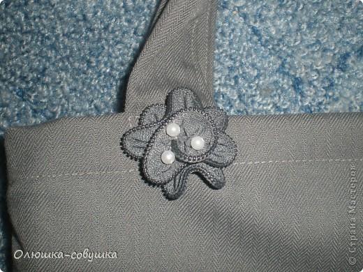 Сшила к ДР мамочки такую сумку. Лицевую сторону украсила цветком в лоскутной технике. Внутри подклад с двумя кармашками. фото 3