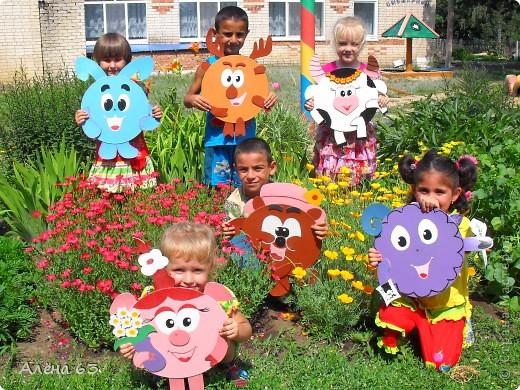 Вот таких веселых Смешариков сделала в детский сад из старых пластинок (благо, такого добра у нас много). фото 2