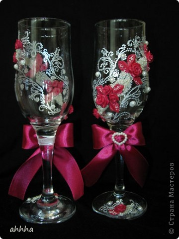В набор входят 2 бокала, 2 свечи родительские, 1 очаговая, 2 бутылки со свадебным напитком :), казна для сбора денег и альбом для пожеланий. Непременно должен быть цвет фуксии и айвори. На фото оттенок немного другой. фото 3