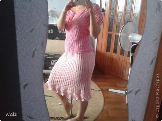 Ну вот и я решила поучаствовать в презенте. Решила связать не только юбку,но и топик,чтобы был комплект. Вязала из пряжи Жемчужная, на комплект ушло 5 мотков. На юбку 3 моточка.   фото 1