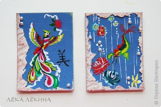 В продолжение темы восточных мотивов, нарисовалась вот такая мини-серия на тему Китая...Надеюсь не удалосьпередать атмосферу Поднебесной:) все как обычно - основа бумага для пастели, рисунок акрилом, полубусинки, текстурная паста, дистрессы. Добавила немного карточек, поэтому есть выбор фото 3