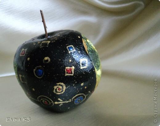 Задекорировала все яблочные заготовки. И вот такой квартет у меня получился. Как делала заготовку из папье-маше описывала в предыдущем посте. фото 3