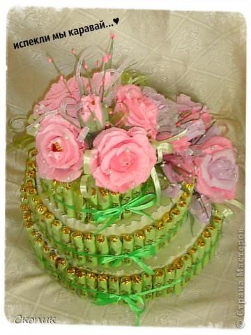 Это мой первый торт и первые розы. Вид спереди. фото 4