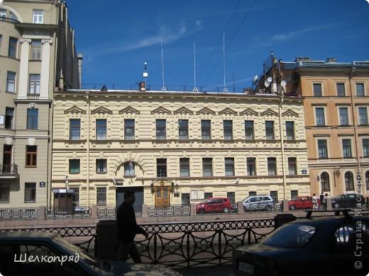 Ну, вот и последний мой фоторепортаж о Петербурге. Я обещала выложить просто архитектуру этого города. Она своеобразна, она даёт почувствовать дух города, понять, насколько он красив и велик. Некоторые фотографии сделаны из окна экскурсионного автобуса, поэтому на них можно заметить небольшие блики. Но я старалась отбирать более качественные. Просто прогуляйтесь со мной и полюбуйтесь. фото 4