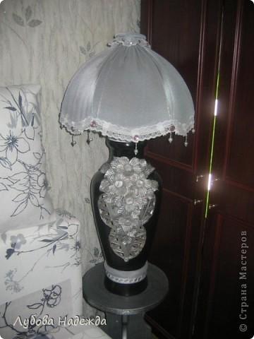 Чтобы абажур держался на вазе,я сделала спираль из проволоки,вставила её в горловину вазы, фото 1