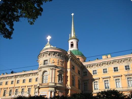 Ну, вот и последний мой фоторепортаж о Петербурге. Я обещала выложить просто архитектуру этого города. Она своеобразна, она даёт почувствовать дух города, понять, насколько он красив и велик. Некоторые фотографии сделаны из окна экскурсионного автобуса, поэтому на них можно заметить небольшие блики. Но я старалась отбирать более качественные. Просто прогуляйтесь со мной и полюбуйтесь. фото 1