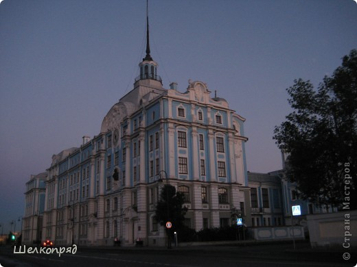 Ну, вот и последний мой фоторепортаж о Петербурге. Я обещала выложить просто архитектуру этого города. Она своеобразна, она даёт почувствовать дух города, понять, насколько он красив и велик. Некоторые фотографии сделаны из окна экскурсионного автобуса, поэтому на них можно заметить небольшие блики. Но я старалась отбирать более качественные. Просто прогуляйтесь со мной и полюбуйтесь. фото 5