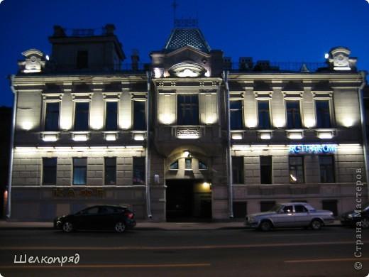 Ну, вот и последний мой фоторепортаж о Петербурге. Я обещала выложить просто архитектуру этого города. Она своеобразна, она даёт почувствовать дух города, понять, насколько он красив и велик. Некоторые фотографии сделаны из окна экскурсионного автобуса, поэтому на них можно заметить небольшие блики. Но я старалась отбирать более качественные. Просто прогуляйтесь со мной и полюбуйтесь. фото 6