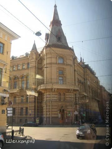 Ну, вот и последний мой фоторепортаж о Петербурге. Я обещала выложить просто архитектуру этого города. Она своеобразна, она даёт почувствовать дух города, понять, насколько он красив и велик. Некоторые фотографии сделаны из окна экскурсионного автобуса, поэтому на них можно заметить небольшие блики. Но я старалась отбирать более качественные. Просто прогуляйтесь со мной и полюбуйтесь. фото 7