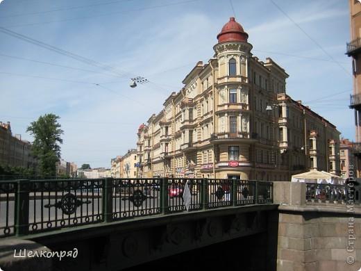 Ну, вот и последний мой фоторепортаж о Петербурге. Я обещала выложить просто архитектуру этого города. Она своеобразна, она даёт почувствовать дух города, понять, насколько он красив и велик. Некоторые фотографии сделаны из окна экскурсионного автобуса, поэтому на них можно заметить небольшие блики. Но я старалась отбирать более качественные. Просто прогуляйтесь со мной и полюбуйтесь. фото 22