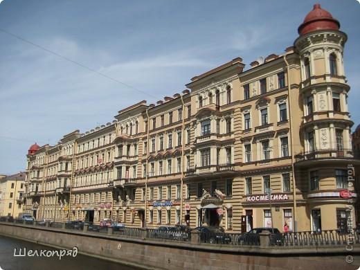 Ну, вот и последний мой фоторепортаж о Петербурге. Я обещала выложить просто архитектуру этого города. Она своеобразна, она даёт почувствовать дух города, понять, насколько он красив и велик. Некоторые фотографии сделаны из окна экскурсионного автобуса, поэтому на них можно заметить небольшие блики. Но я старалась отбирать более качественные. Просто прогуляйтесь со мной и полюбуйтесь. фото 23