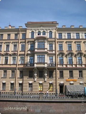 Ну, вот и последний мой фоторепортаж о Петербурге. Я обещала выложить просто архитектуру этого города. Она своеобразна, она даёт почувствовать дух города, понять, насколько он красив и велик. Некоторые фотографии сделаны из окна экскурсионного автобуса, поэтому на них можно заметить небольшие блики. Но я старалась отбирать более качественные. Просто прогуляйтесь со мной и полюбуйтесь. фото 24