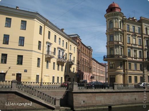 Ну, вот и последний мой фоторепортаж о Петербурге. Я обещала выложить просто архитектуру этого города. Она своеобразна, она даёт почувствовать дух города, понять, насколько он красив и велик. Некоторые фотографии сделаны из окна экскурсионного автобуса, поэтому на них можно заметить небольшие блики. Но я старалась отбирать более качественные. Просто прогуляйтесь со мной и полюбуйтесь. фото 25