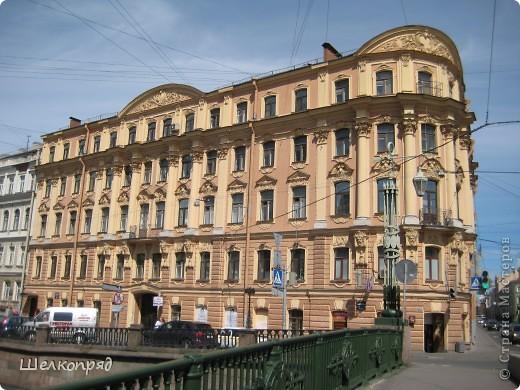 Ну, вот и последний мой фоторепортаж о Петербурге. Я обещала выложить просто архитектуру этого города. Она своеобразна, она даёт почувствовать дух города, понять, насколько он красив и велик. Некоторые фотографии сделаны из окна экскурсионного автобуса, поэтому на них можно заметить небольшие блики. Но я старалась отбирать более качественные. Просто прогуляйтесь со мной и полюбуйтесь. фото 26