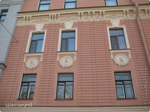 Ну, вот и последний мой фоторепортаж о Петербурге. Я обещала выложить просто архитектуру этого города. Она своеобразна, она даёт почувствовать дух города, понять, насколько он красив и велик. Некоторые фотографии сделаны из окна экскурсионного автобуса, поэтому на них можно заметить небольшие блики. Но я старалась отбирать более качественные. Просто прогуляйтесь со мной и полюбуйтесь. фото 27