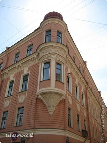 Ну, вот и последний мой фоторепортаж о Петербурге. Я обещала выложить просто архитектуру этого города. Она своеобразна, она даёт почувствовать дух города, понять, насколько он красив и велик. Некоторые фотографии сделаны из окна экскурсионного автобуса, поэтому на них можно заметить небольшие блики. Но я старалась отбирать более качественные. Просто прогуляйтесь со мной и полюбуйтесь. фото 28