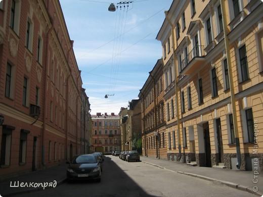 Ну, вот и последний мой фоторепортаж о Петербурге. Я обещала выложить просто архитектуру этого города. Она своеобразна, она даёт почувствовать дух города, понять, насколько он красив и велик. Некоторые фотографии сделаны из окна экскурсионного автобуса, поэтому на них можно заметить небольшие блики. Но я старалась отбирать более качественные. Просто прогуляйтесь со мной и полюбуйтесь. фото 29