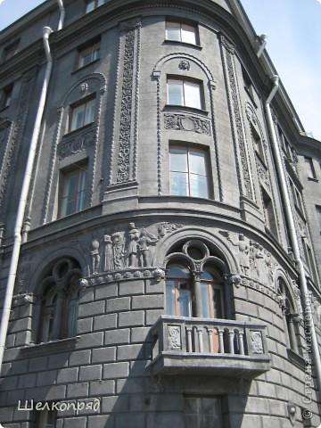 Ну, вот и последний мой фоторепортаж о Петербурге. Я обещала выложить просто архитектуру этого города. Она своеобразна, она даёт почувствовать дух города, понять, насколько он красив и велик. Некоторые фотографии сделаны из окна экскурсионного автобуса, поэтому на них можно заметить небольшие блики. Но я старалась отбирать более качественные. Просто прогуляйтесь со мной и полюбуйтесь. фото 34
