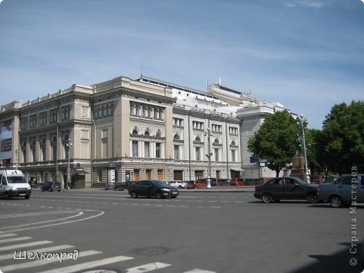 Ну, вот и последний мой фоторепортаж о Петербурге. Я обещала выложить просто архитектуру этого города. Она своеобразна, она даёт почувствовать дух города, понять, насколько он красив и велик. Некоторые фотографии сделаны из окна экскурсионного автобуса, поэтому на них можно заметить небольшие блики. Но я старалась отбирать более качественные. Просто прогуляйтесь со мной и полюбуйтесь. фото 13
