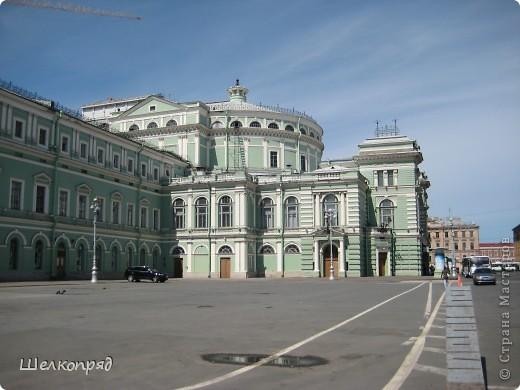 Ну, вот и последний мой фоторепортаж о Петербурге. Я обещала выложить просто архитектуру этого города. Она своеобразна, она даёт почувствовать дух города, понять, насколько он красив и велик. Некоторые фотографии сделаны из окна экскурсионного автобуса, поэтому на них можно заметить небольшие блики. Но я старалась отбирать более качественные. Просто прогуляйтесь со мной и полюбуйтесь. фото 14