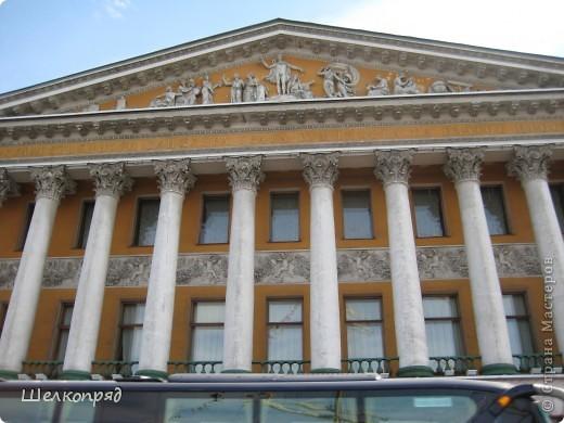 Ну, вот и последний мой фоторепортаж о Петербурге. Я обещала выложить просто архитектуру этого города. Она своеобразна, она даёт почувствовать дух города, понять, насколько он красив и велик. Некоторые фотографии сделаны из окна экскурсионного автобуса, поэтому на них можно заметить небольшие блики. Но я старалась отбирать более качественные. Просто прогуляйтесь со мной и полюбуйтесь. фото 16