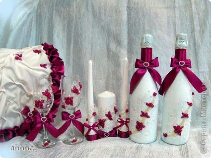 В набор входят 2 бокала, 2 свечи родительские, 1 очаговая, 2 бутылки со свадебным напитком :), казна для сбора денег и альбом для пожеланий. Непременно должен быть цвет фуксии и айвори. На фото оттенок немного другой. фото 1