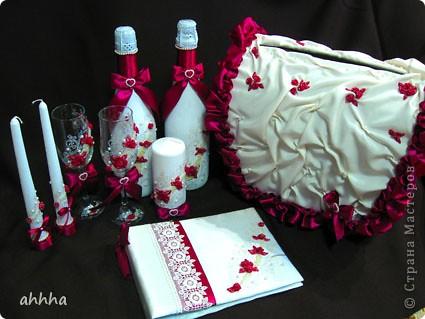 В набор входят 2 бокала, 2 свечи родительские, 1 очаговая, 2 бутылки со свадебным напитком :), казна для сбора денег и альбом для пожеланий. Непременно должен быть цвет фуксии и айвори. На фото оттенок немного другой. фото 2