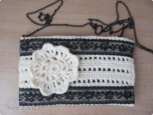 Вязаная крючком сумочка-клатч с кружевом. фото 1