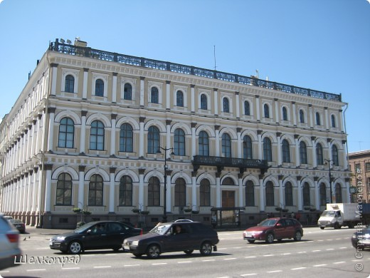 Ну, вот и последний мой фоторепортаж о Петербурге. Я обещала выложить просто архитектуру этого города. Она своеобразна, она даёт почувствовать дух города, понять, насколько он красив и велик. Некоторые фотографии сделаны из окна экскурсионного автобуса, поэтому на них можно заметить небольшие блики. Но я старалась отбирать более качественные. Просто прогуляйтесь со мной и полюбуйтесь. фото 45