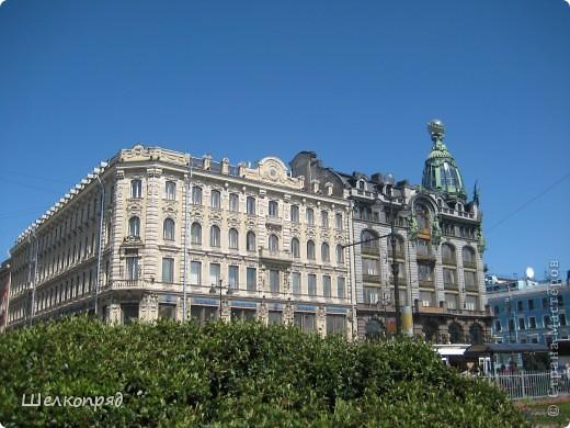 Ну, вот и последний мой фоторепортаж о Петербурге. Я обещала выложить просто архитектуру этого города. Она своеобразна, она даёт почувствовать дух города, понять, насколько он красив и велик. Некоторые фотографии сделаны из окна экскурсионного автобуса, поэтому на них можно заметить небольшие блики. Но я старалась отбирать более качественные. Просто прогуляйтесь со мной и полюбуйтесь. фото 46