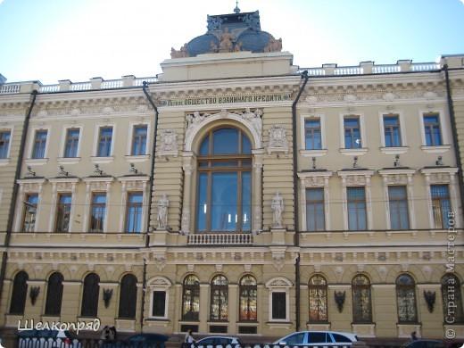 Ну, вот и последний мой фоторепортаж о Петербурге. Я обещала выложить просто архитектуру этого города. Она своеобразна, она даёт почувствовать дух города, понять, насколько он красив и велик. Некоторые фотографии сделаны из окна экскурсионного автобуса, поэтому на них можно заметить небольшие блики. Но я старалась отбирать более качественные. Просто прогуляйтесь со мной и полюбуйтесь. фото 48