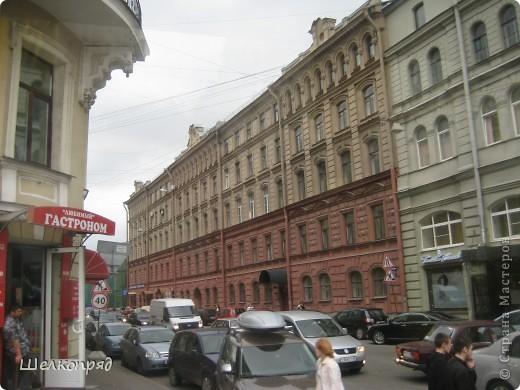 Ну, вот и последний мой фоторепортаж о Петербурге. Я обещала выложить просто архитектуру этого города. Она своеобразна, она даёт почувствовать дух города, понять, насколько он красив и велик. Некоторые фотографии сделаны из окна экскурсионного автобуса, поэтому на них можно заметить небольшие блики. Но я старалась отбирать более качественные. Просто прогуляйтесь со мной и полюбуйтесь. фото 53