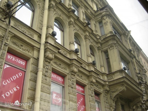 Ну, вот и последний мой фоторепортаж о Петербурге. Я обещала выложить просто архитектуру этого города. Она своеобразна, она даёт почувствовать дух города, понять, насколько он красив и велик. Некоторые фотографии сделаны из окна экскурсионного автобуса, поэтому на них можно заметить небольшие блики. Но я старалась отбирать более качественные. Просто прогуляйтесь со мной и полюбуйтесь. фото 55