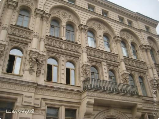 Ну, вот и последний мой фоторепортаж о Петербурге. Я обещала выложить просто архитектуру этого города. Она своеобразна, она даёт почувствовать дух города, понять, насколько он красив и велик. Некоторые фотографии сделаны из окна экскурсионного автобуса, поэтому на них можно заметить небольшие блики. Но я старалась отбирать более качественные. Просто прогуляйтесь со мной и полюбуйтесь. фото 57
