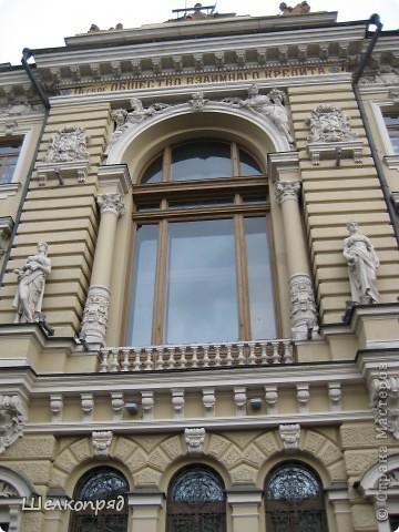 Ну, вот и последний мой фоторепортаж о Петербурге. Я обещала выложить просто архитектуру этого города. Она своеобразна, она даёт почувствовать дух города, понять, насколько он красив и велик. Некоторые фотографии сделаны из окна экскурсионного автобуса, поэтому на них можно заметить небольшие блики. Но я старалась отбирать более качественные. Просто прогуляйтесь со мной и полюбуйтесь. фото 40