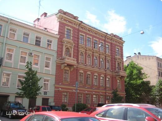 Ну, вот и последний мой фоторепортаж о Петербурге. Я обещала выложить просто архитектуру этого города. Она своеобразна, она даёт почувствовать дух города, понять, насколько он красив и велик. Некоторые фотографии сделаны из окна экскурсионного автобуса, поэтому на них можно заметить небольшие блики. Но я старалась отбирать более качественные. Просто прогуляйтесь со мной и полюбуйтесь. фото 43