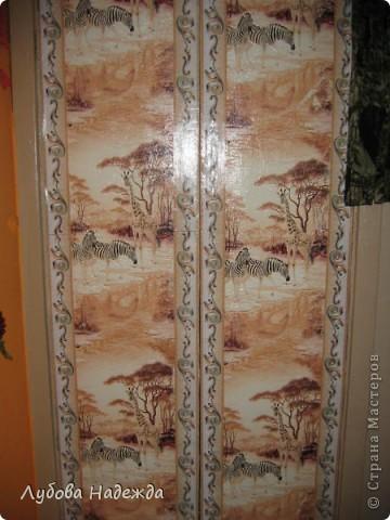 Каждый год как только лето,так сразу же покраска дверей туалета,ванная, прихожая,просто так надоело,что решила сделать так,обклеила обоями и покрыла финишным акриловым лаком. фото 1