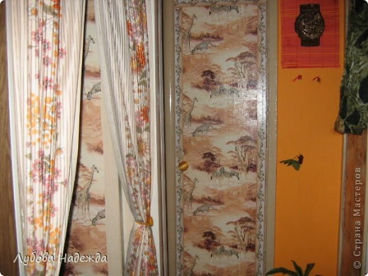 Каждый год как только лето,так сразу же покраска дверей туалета,ванная, прихожая,просто так надоело,что решила сделать так,обклеила обоями и покрыла финишным акриловым лаком. фото 3