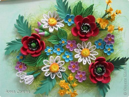 Здравствуйте Милые Мастерицы! В продолжении дачной темы,хочу показать вам свою клумбу,которую я вырастила за один день.  У  каждой дачнице есть любимый уголок, её гордость, её радость- это посаженные для души цветы. Ну и повод был, сделать себе любимой подарок - мой юбилей. Решила -квиллинговать так квиллинговать. И сооблазнилась  идеей Олечки Ольшак, оформить на кухни  стену из картин... у меня  дачной тематики! Уже подбираюсь к концу! Доделываю последнюю картину.  И обязательно уже выложу фотографии своей стены.  Размер картины 20х30 фото 6